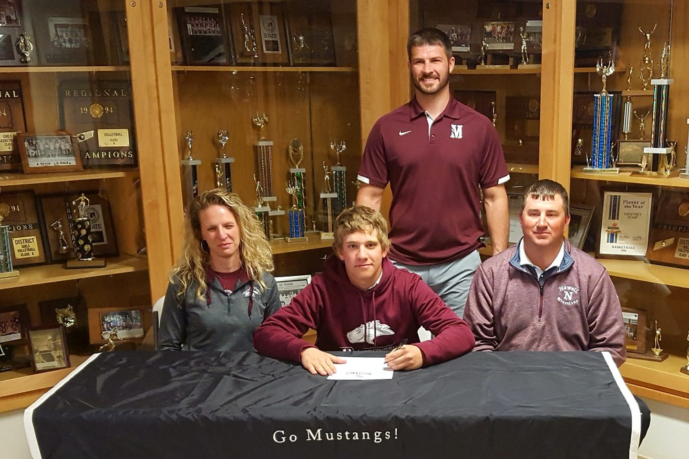 VanDerBoom signs to wrestle at Morningside