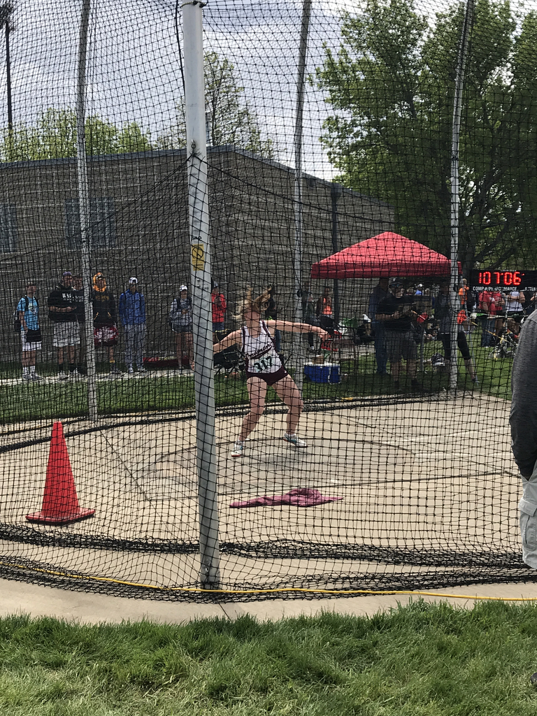 Dana throwing discus